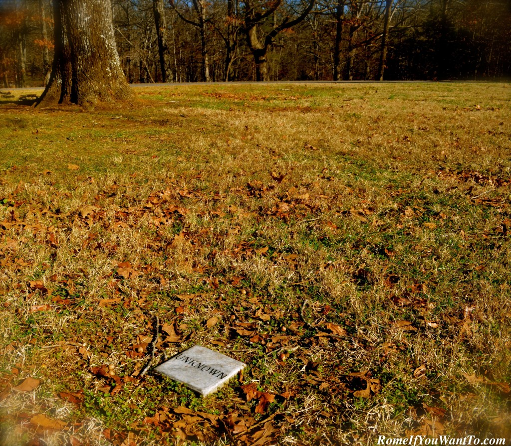 Grave of an unknown person, near the Lewis monument, Natchez Trace
