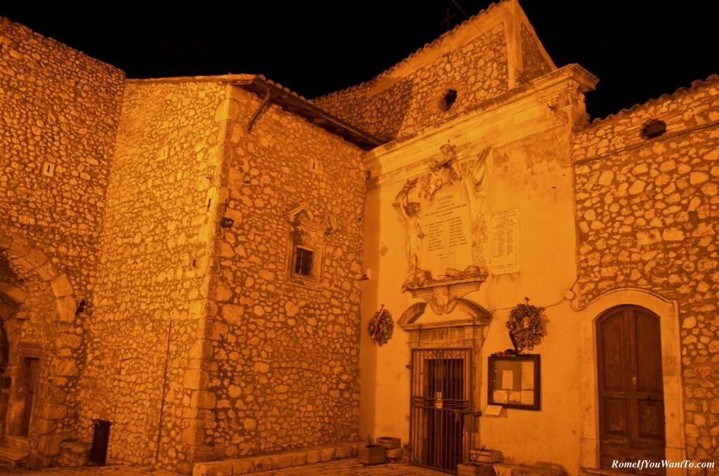 The same church, at night.