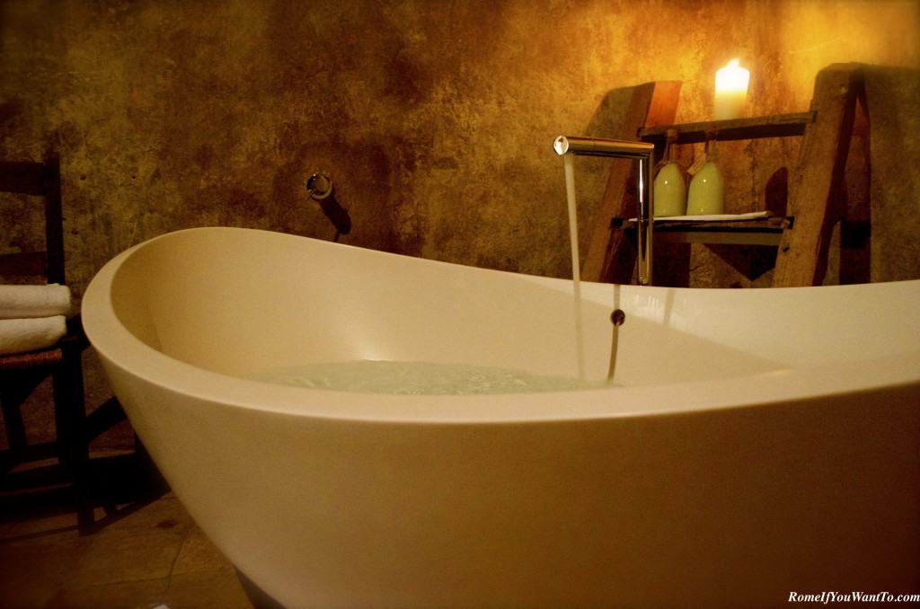 Close-up of the tub!